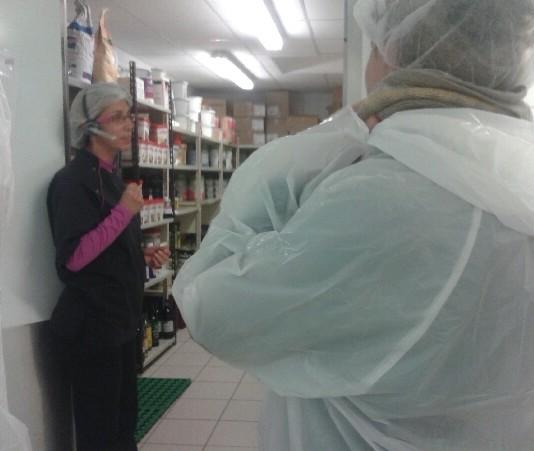 Les stagiaires du Greta ont visité la cuisine de la maison de retraite de Sainte Sigolène. L'occasion de découvrir les différents métiers présents dans la structure et d'échanger avec les professionnels.